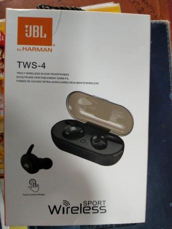 jbl-tws-4-wireless-ear-bud-big-0